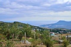 Paysage de montagne avec une sorte sur Alushtu Images libres de droits