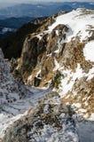 Paysage de montagne dans l'horaire d'hiver dans Carphatians Photographie stock