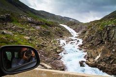 Paysage de montagne de cascade, Norvège Images libres de droits