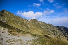 Paysage de montagne de haute altitude avec avec un ciel bleu Images stock