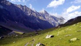 Paysage de montagne de la vallée de Piau Engaly photographie stock libre de droits