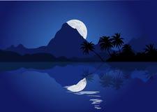 Paysage de montagne de nuit avec la pleine lune et réflexion dans l'eau Illustration Libre de Droits