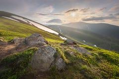 Paysage de montagne du Gorgany carpathien, Ukraine photographie stock libre de droits