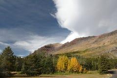 Paysage de montagne et borne de face, glacier N P photo libre de droits