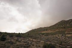 Paysage de montagne et de ciel nuageux Photographie stock