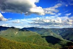 Paysage de montagne et de collines Image stock