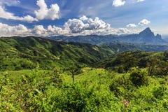 Paysage de montagne et de route chez Phou Khoun, Laos Photo libre de droits