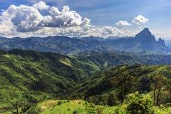 Paysage de montagne et de route chez Phou Khoun, Laos Image libre de droits