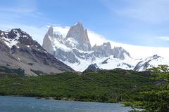 Paysage de montagne de Fitz Roy de Laguna Capri, Chalten, Argentine Image stock