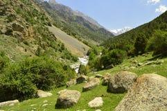 Paysage de montagne, gorge de Galuyan, Kirghizistan Image libre de droits
