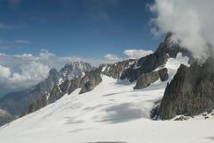 Paysage de montagne pendant l'été images stock