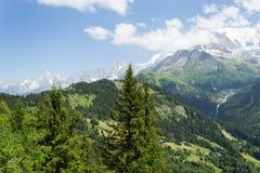 Paysage de montagne pendant l'été image libre de droits