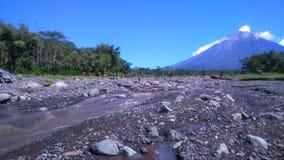 Paysage de montagne de rivière Photographie stock