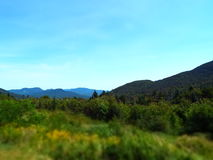 Paysage de montagne sous les cieux bleus dans New Hampshire Photos libres de droits