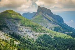 Paysage de montagnes de Pyrénées en été Huesca, Agaron Photographie stock libre de droits