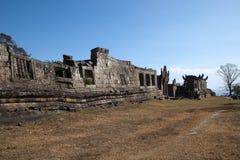 Paysage de mur effondré au temple du 11ème siècle de Preah Vihear Photos stock