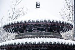 Paysage de neige des jardins chinois antiques photo stock