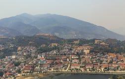 Paysage de PA de SA avec la ville, les montagnes, le brouillard et les arbres la vue de ci-dessus de Sam Bay Cloud Yard en été ch images stock