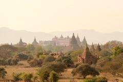 Paysage de pagoda la plaine de Bagan, Myanmar Photographie stock libre de droits