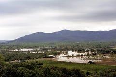 Paysage de pays inondé après forte pluie photos stock