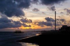 Paysage de plage de Brighton avec le pilier occidental photographie stock