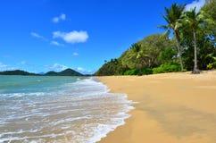 Paysage de plage de Clifton près d'Australie du Queensland de cairns photographie stock libre de droits
