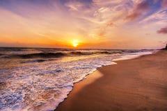Paysage de plage tropicale d'île de paradis, tir de lever de soleil photo libre de droits