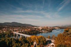 Paysage de pont international de Tui et de Valença images stock