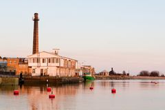 Paysage de port dans le coucher du soleil Photographie stock libre de droits