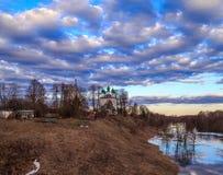 Paysage de ressort, ciel, nuages, temple Images libres de droits