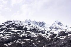 Paysage de ressort de l'Alaska de montagne de neige images libres de droits
