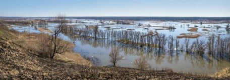 Paysage de ressort, panorama, bannière - inondez en River Valley photo libre de droits