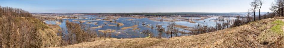 Paysage de ressort, panorama, bannière - inondez en River Valley image libre de droits