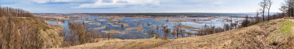 Paysage de ressort, panorama, bannière - inondez en River Valley photographie stock