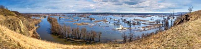 Paysage de ressort, panorama, bannière - inondez en River Valley images stock