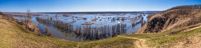 Paysage de ressort, panorama, bannière - inondez en River Valley photographie stock libre de droits