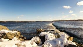 Paysage de ressort sur la rivière d'Ural avec un renversement, Russie images stock