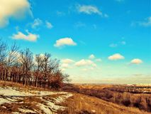 Paysage de ressort sur une colline photo stock