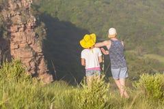 Paysage de région sauvage de randonneurs Photos stock