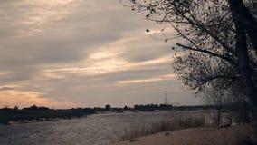 Paysage de rivière d'automne banque de vidéos