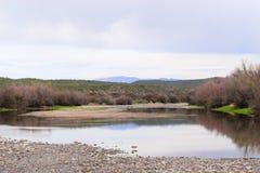Paysage de rivière de désert en automne Photographie stock