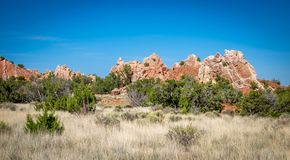 Paysage de roche rouge et de pré herbeux au Nouveau Mexique Images libres de droits