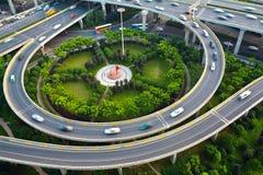 Paysage de route de pont de viaduc de ville Photographie stock libre de droits