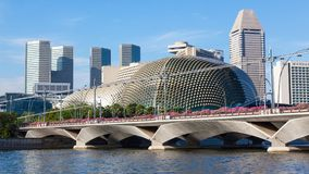 Paysage de Singapour avec le pont Photos stock