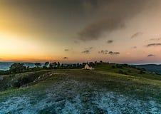 Paysage de soirée de la colline célèbre Walberla avec la chapelle de Walpurgis au suisse franconien en Bavière en Allemagne du su Image libre de droits