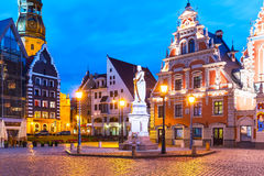 Paysage de soirée de la vieille ville Hall Square à Riga, Lettonie Photos stock