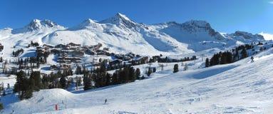 Paysage de station de sports d'hiver de Belle Plagne Photographie stock libre de droits