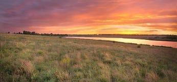 paysage de steppe avec la rivière Photos libres de droits