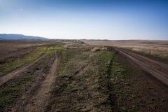 Paysage de steppe outre de voie de route image stock