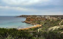 Paysage de stupéfaction de nature maltaise Qarraba entre la baie la Riviera, merci Lippija, Mgarr, Malte de baie de Gnejna et de  photographie stock libre de droits